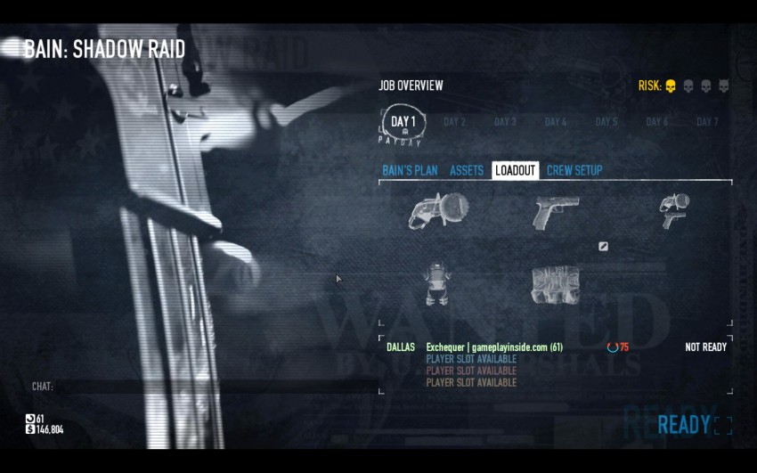 In the Job overview after you started a heist you will need to select the saw as primary weapon.
